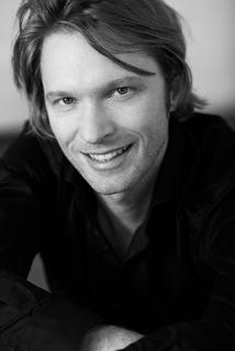 Pianist Jan Sählhof besucht Stuttgarter Liederhalle